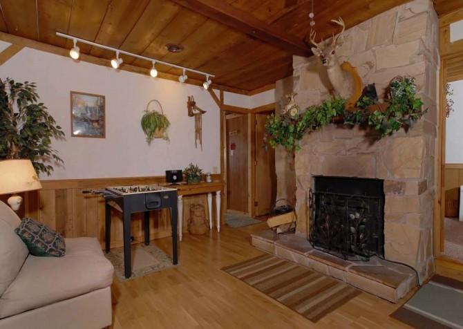 Pigeon Forge Stonecreek Cottage Living Room
