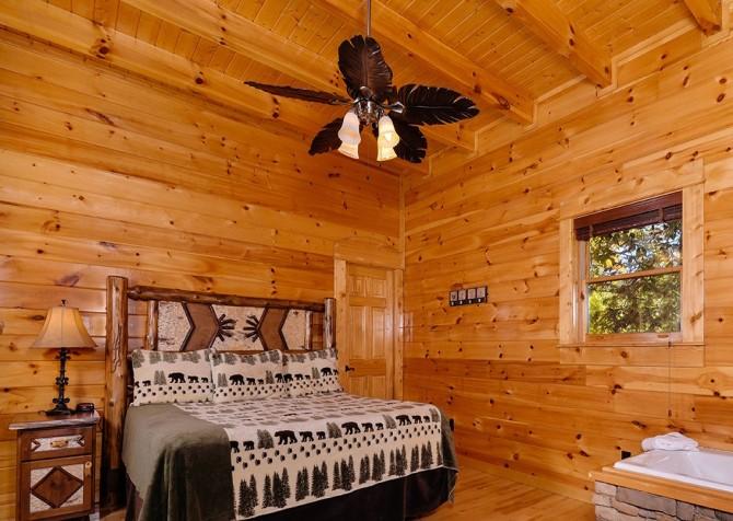 Pigeon Forge Summit View Lodge Bedroom
