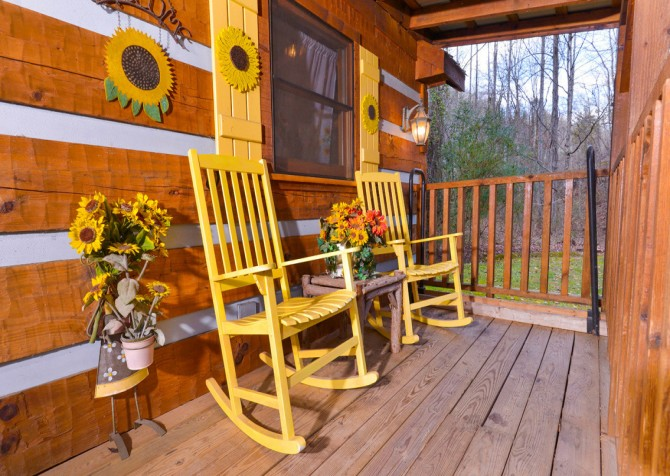 Pigeon Forge Sunflower House Covered Deck