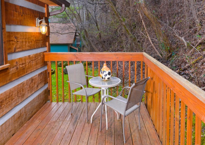 Pigeon Forge Sunflower House Deck Dining