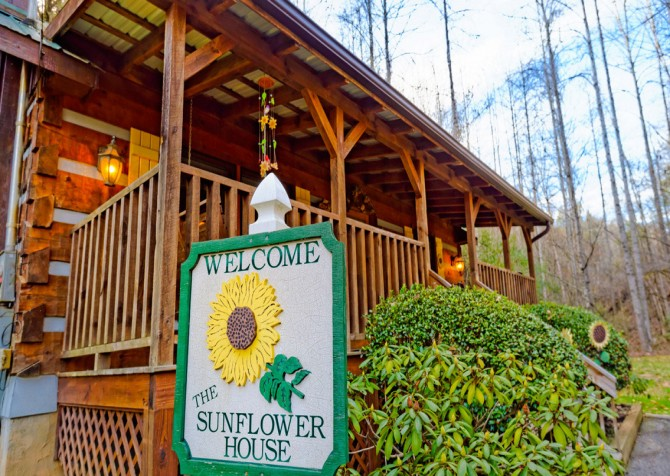 Pigeon Forge Sunflower House Exterior