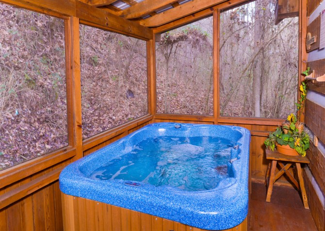 Pigeon Forge Sunflower House Hot Tub