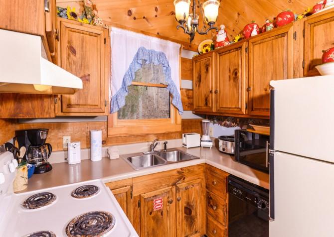 Pigeon Forge Sunflower House Kitchen
