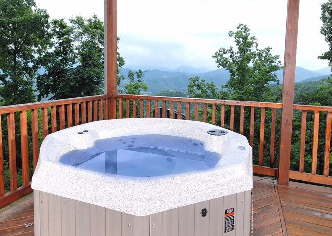 Pigeon Forge The Deck House Hot Tub