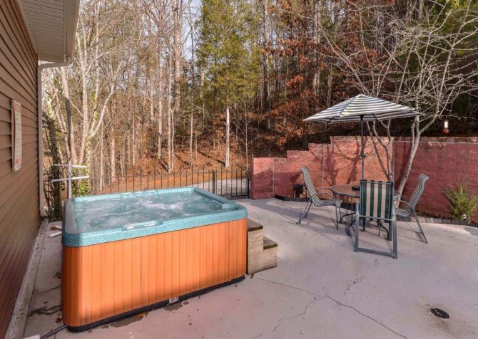 Pigeon Forge The Lodge at Gists Creek Hot Tub