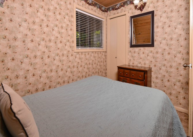 Pigeon Forge - The Raven's Nest - Bedroom 1