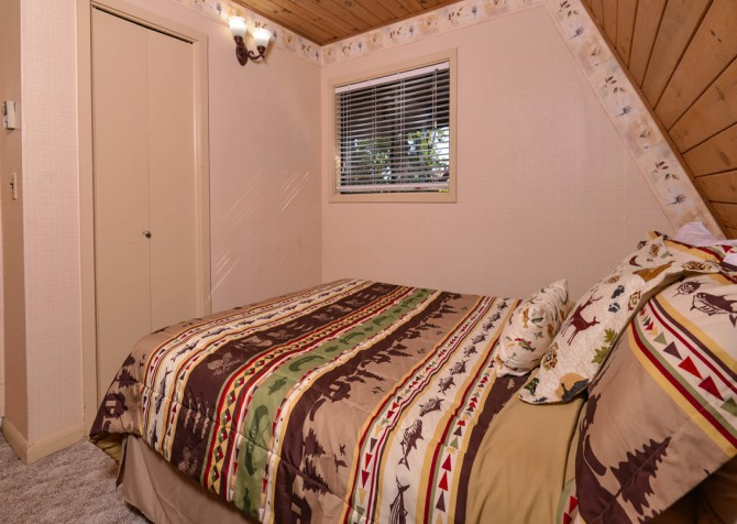 Pigeon Forge - The Raven's Nest - Bedroom 2