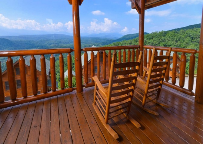Pigeon Forge - The View - Rocking Chairs
