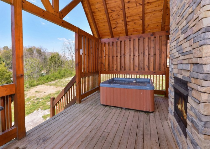 Pigeon Forge Treasured Times Hot Tub