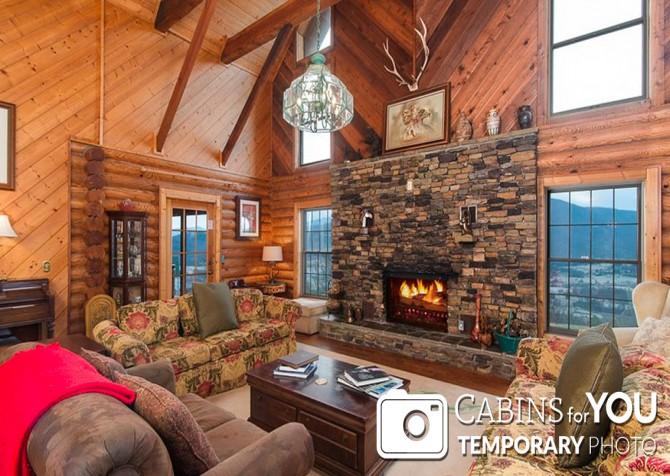 Pigeon Forge Cabin - Von Bryan Estate - Living Room Temp