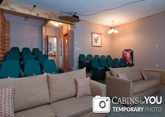 Pigeon Forge Cabin - Von Bryan Estate - Theater Room Temp