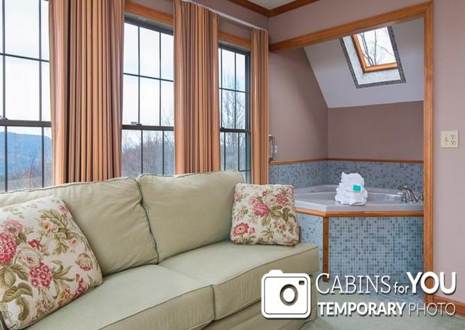 Pigeon Forge Cabin - Von Bryan Estate - Bedroom/Indoor Jetted Tub Temp