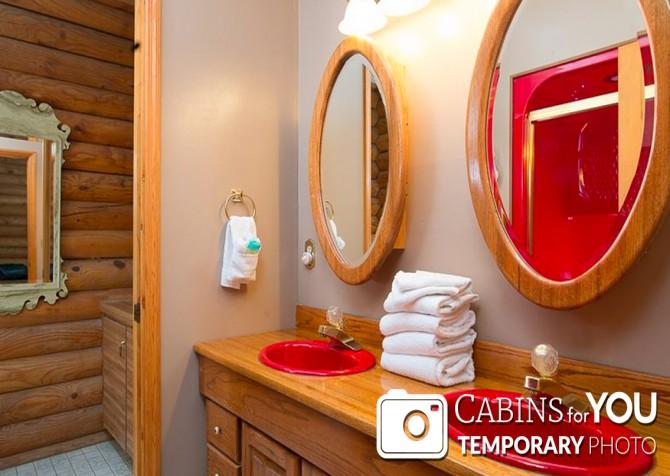 Pigeon Forge Cabin - Von Bryan Estate - Bathroom Temp