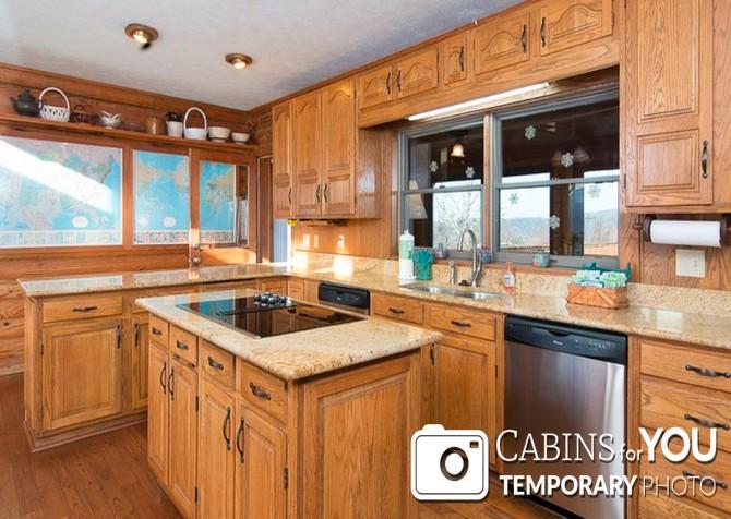 Pigeon Forge Cabin - Von Bryan Estate - Kitchen Temp