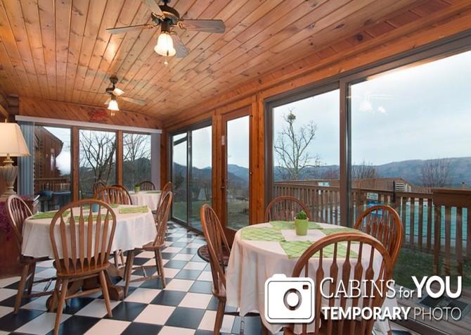 Pigeon Forge Cabin - Von Bryan Estate - Dining Room Temp