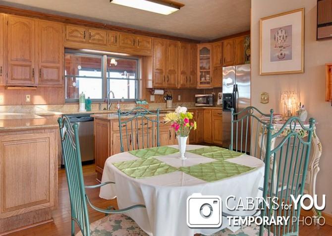 Pigeon Forge Cabin - Von Bryan Estate - Dining Room/Kitchen Temp