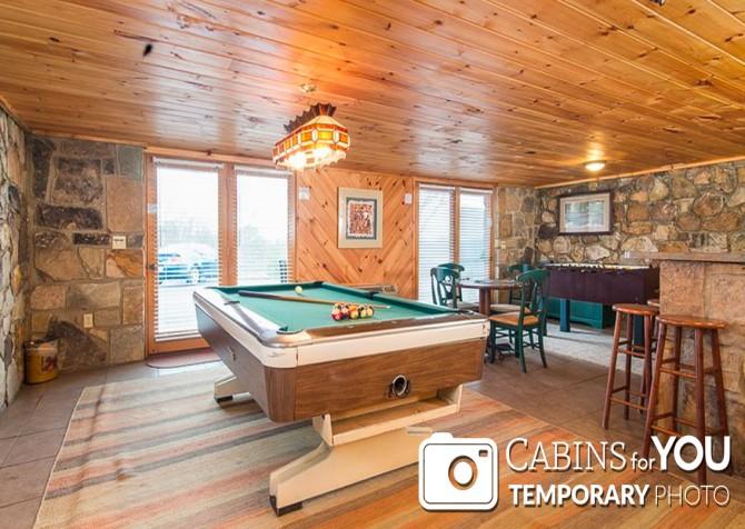 Pigeon Forge Cabin - Von Bryan Estate - Rec Room Temp