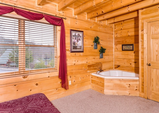 Pigeon Forge - A Wolf's Den - Bedroom 1 and Indoor Jetted Tub
