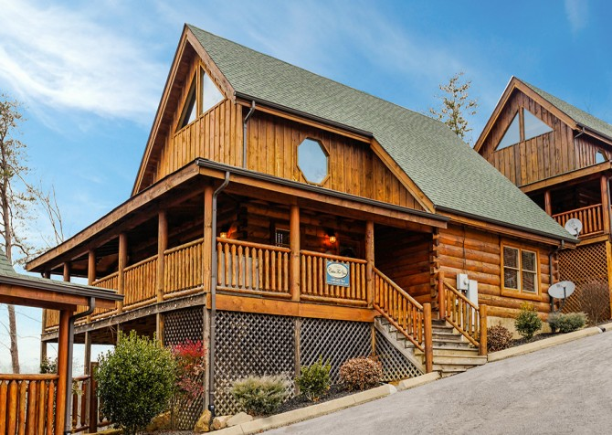Pigeon Forge - A Wolf's Den - Exterior