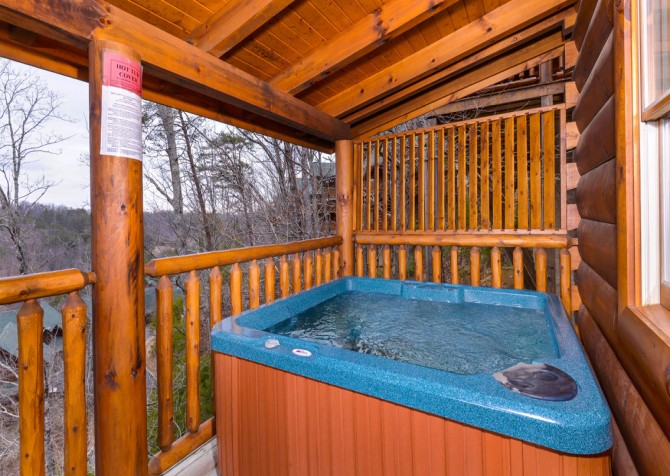 Pigeon Forge - A Wolf's Den - Hot Tub