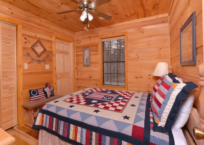 pigeon forge - kiss the moon - bedroom