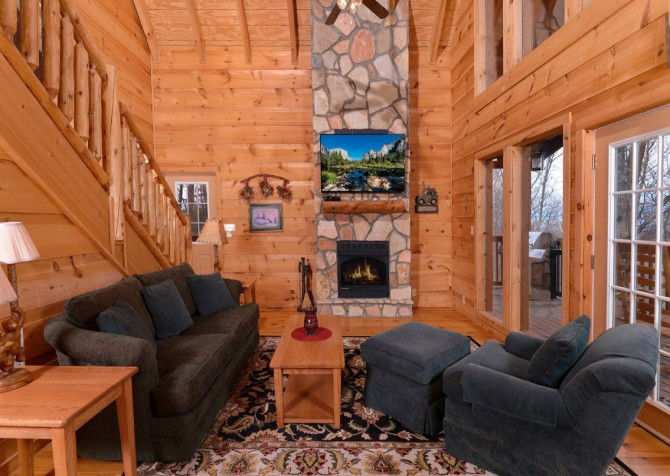 pigeon forge - kiss the moon - living room