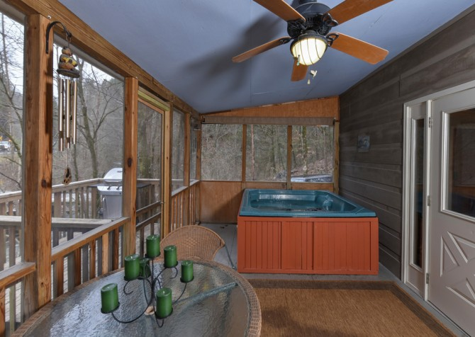 Pigeon Forge - Up the Creek - Hot Tub
