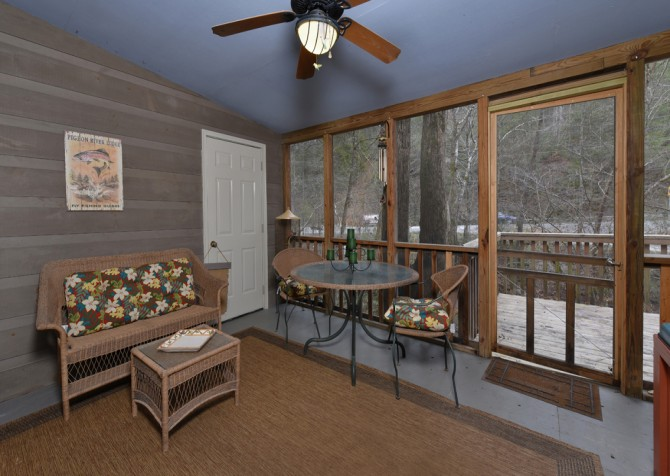 Pigeon Forge - Up the Creek - Screened in Porch