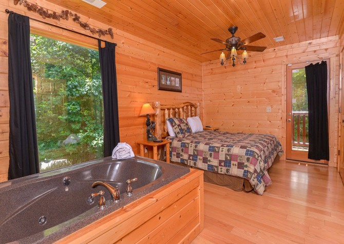Pigeon Forge Black Bear Lodge Indoor Jetted Tub