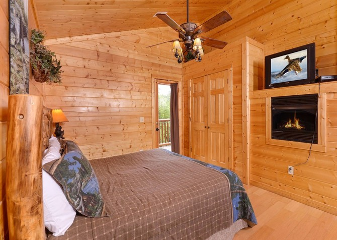 Pigeon Forge Black Bear Lodge Bedroom