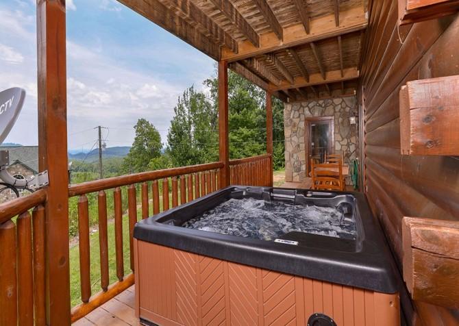 Pigeon Forge Black Bear Lodge Hot Tub