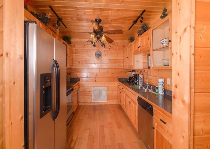 Pigeon Forge Black Bear Lodge Kitchen