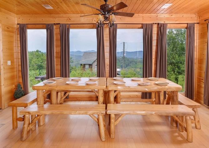 Pigeon Forge Black Bear Lodge Dining Room