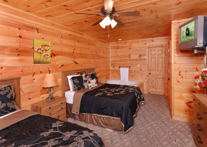 pigeon forge - little bear cabin - bedroom