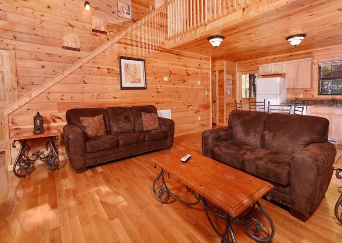 pigeon forge - little bear cabin - living room