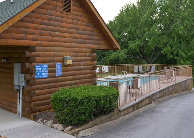 Pigeon Forge – Pin Oak Resort – Pool Entrance
