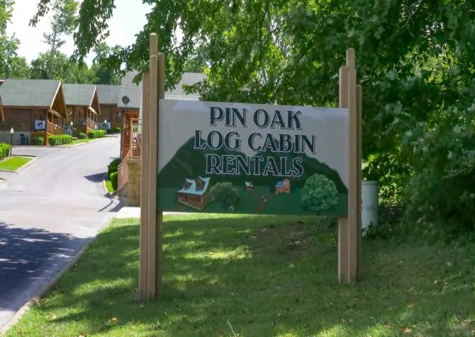 Pigeon Forge – Pin Oak Resort – Entrance Sign