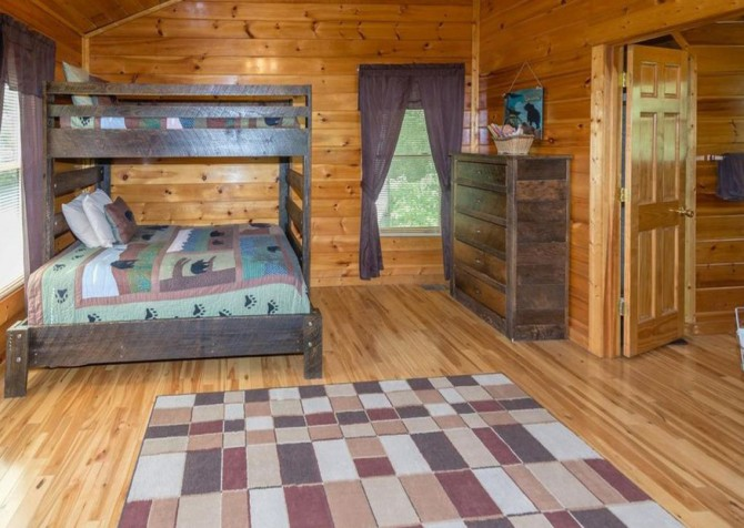 Pigeon Forge - Bear Hiney Hideaway - Bedroom Two