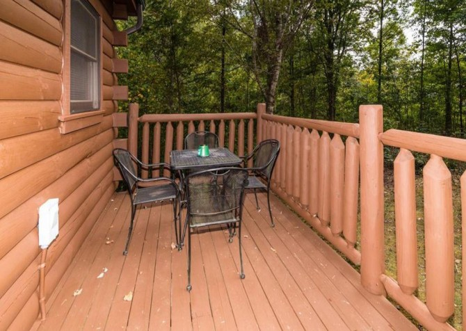 Pigeon Forge - Bear Hiney Hideaway - Exterior Deck