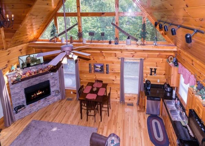 Pigeon Forge - Bear Hiney Hideaway - Living Room Overlook