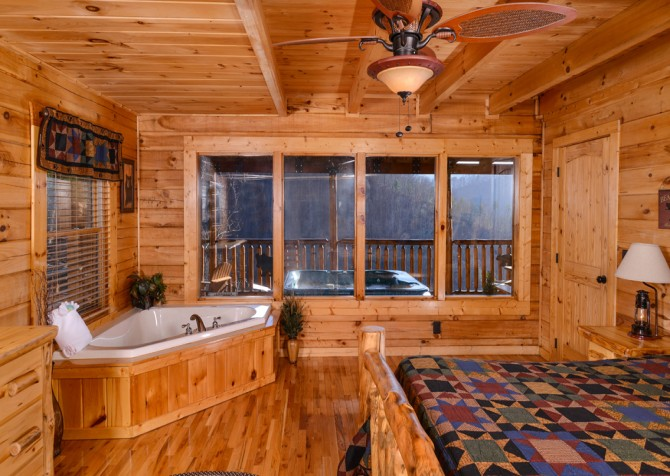 Sevierville - Like A Comet - Bedroom Two Indoor Jetted Tub