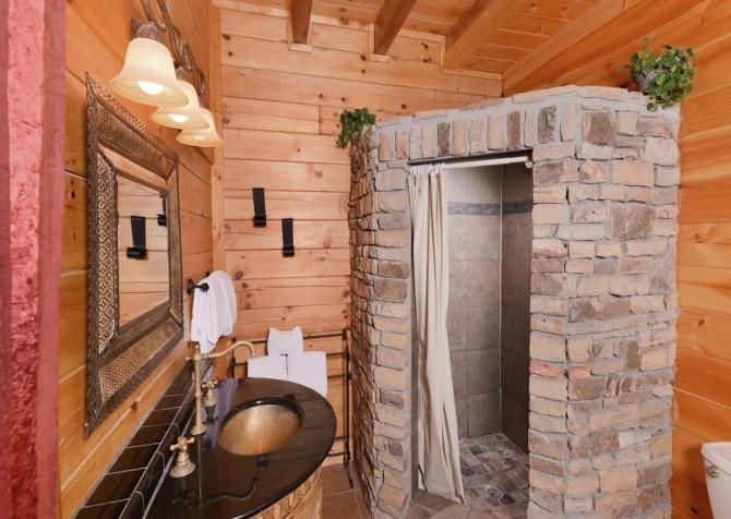 Pigeon Forge - Smoky Mountain Splash - Bathroom