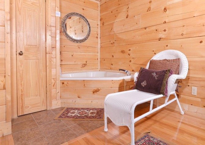 Pigeon Forge - Southern Comfort Escape - Indoor Jetted Tub