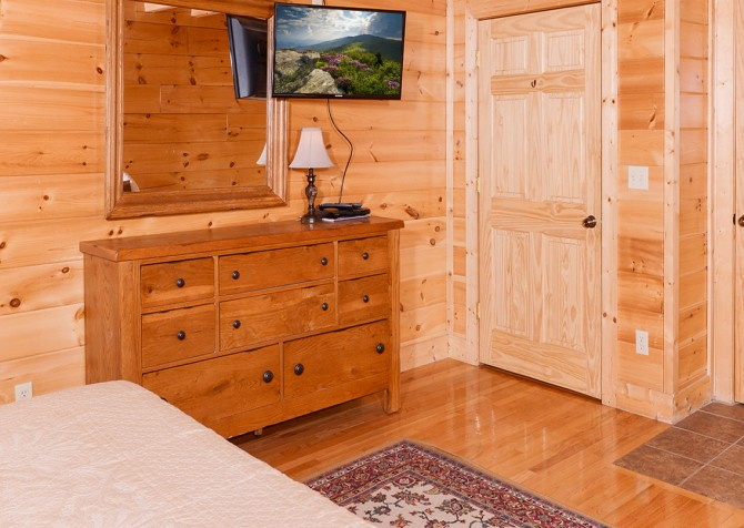 Pigeon Forge - Southern Comfort Escape - Bedroom