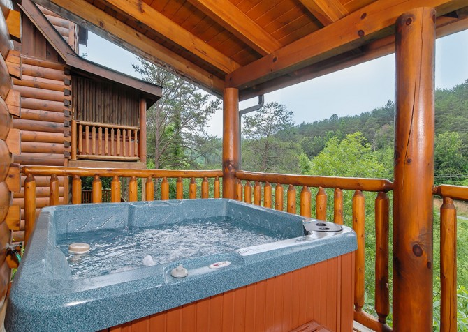 Pigeon Forge - Southern Comfort Escape - Hot Tub