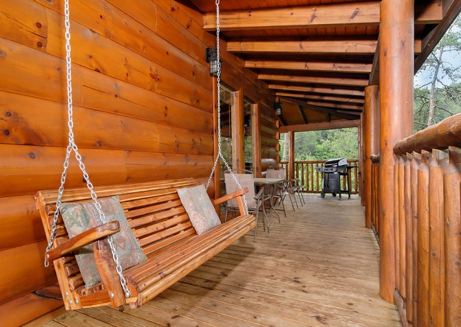 Pigeon Forge - Southern Comfort Escape - Porch Swing