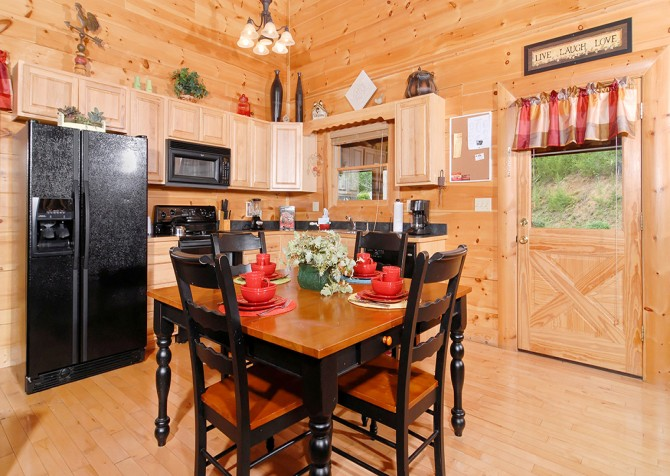 Pigeon Forge - Southern Comfort Escape - Dining Room