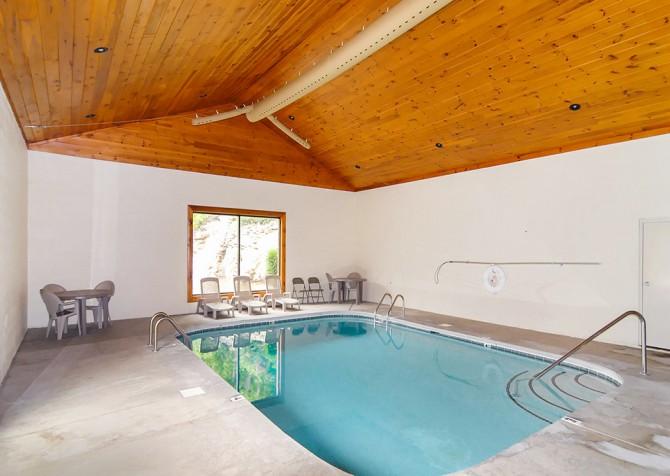 Pigeon Forge - Splash n More - Bear Creek Crossing Indoor Pool