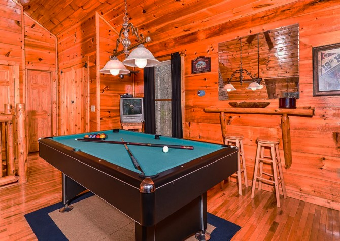 Pigeon Forge The Looney Bin Recreation Room