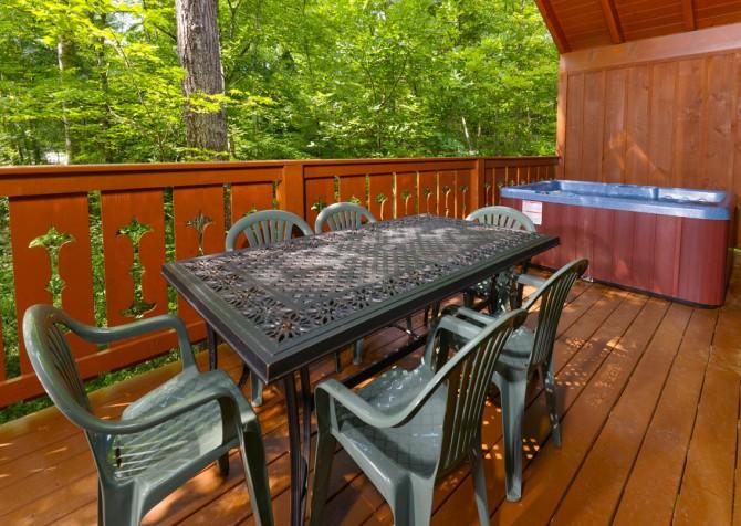 Turning Leaf Deck Dining